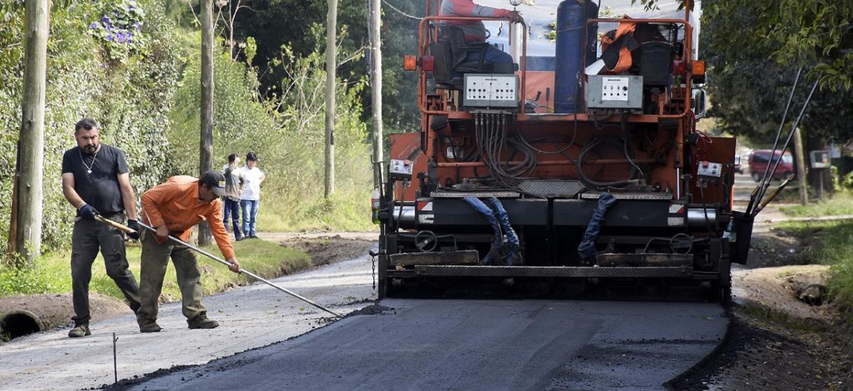 El Municipio de Brown avanza con históricas obras de asfalto en Glew