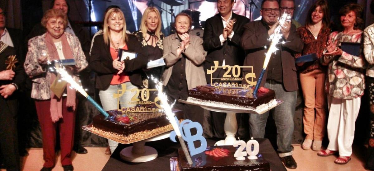 Cascallares encabezó gala por el 146º aniversario de Brown y 20 años de la Casa de la Cultura