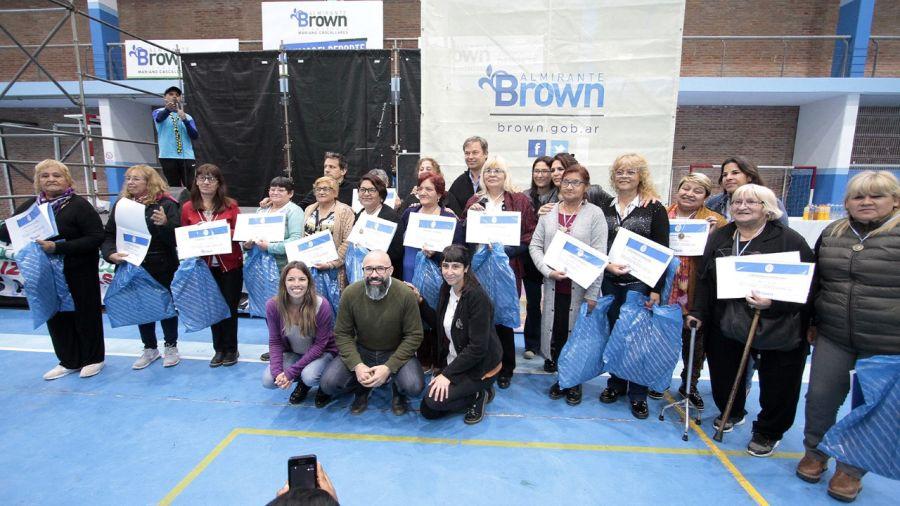 Cascallares compartió un emotivo acto con trabajadoras vecinales de Alte Brown