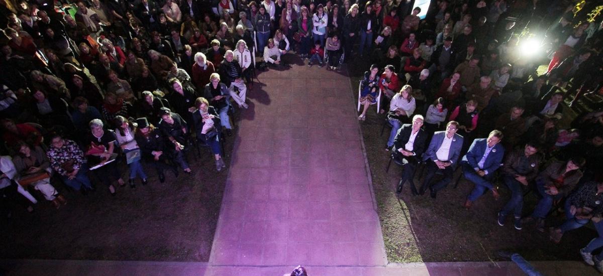 """Junto a cientos de vecinos, Cascallares festejó los 148 años del renovado edificio """"La Cucaracha"""""""