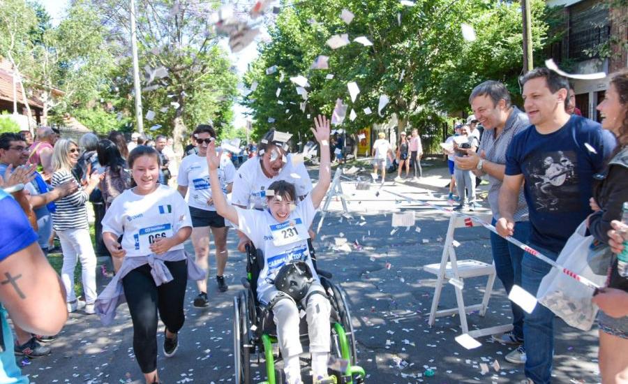 Multitudinario festival del día de las personas con discapacidad en Alte Brown