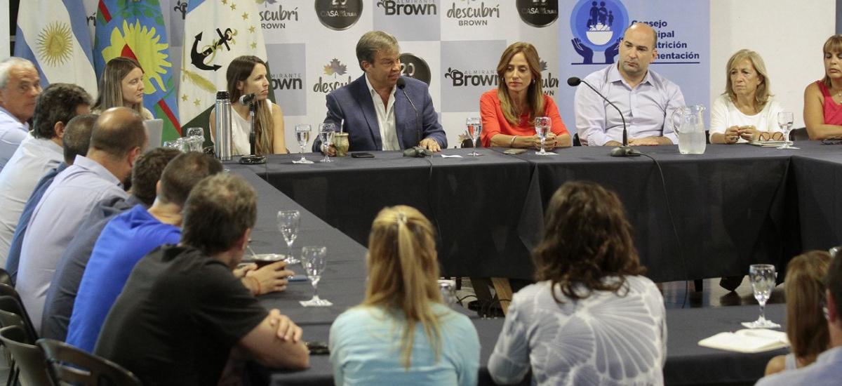 """Tolosa Paz y Cascallares anunciaron implementación del programa """"Huertas Brown"""" en instituciones educativas"""