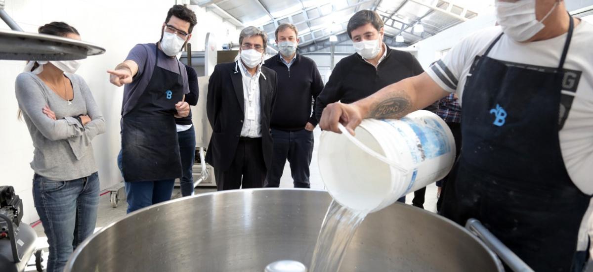 Con máquinas incautadas al narcotráfico fabrican 1600 kilos diarios de pan super nutritivo para comedores