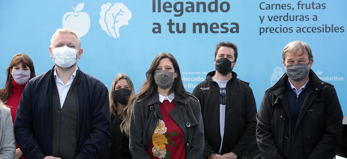 Cascallares y Paula Español recorrieron stand del Mercado Federla Ambulante en José Mármol