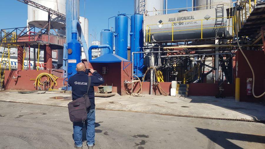 Clausuraron una industria química que realizaba vuelcos en el Arroyo del Rey