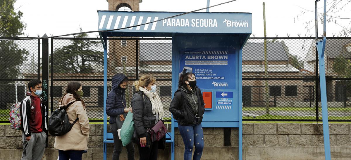 """El Municipio coloca """"Paradas Seguras"""" para reforzar la seguridad en los corredores escolares"""