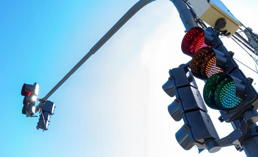 El Municipio instala nuevos equipos de semáforos en Almirante Brown