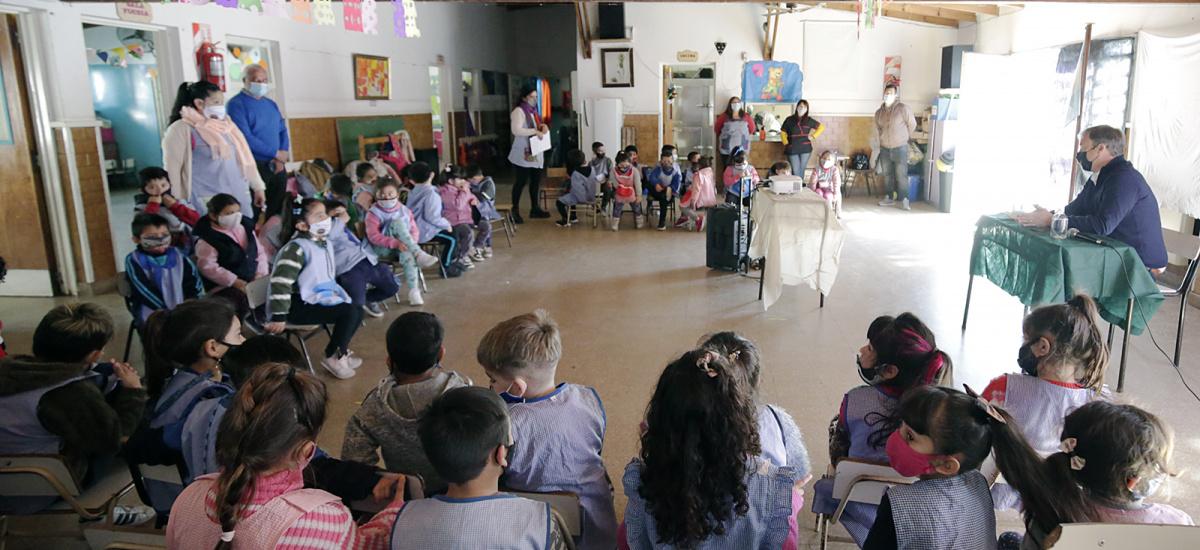 Alumnos y alumnas del Jardín Nº 912 entrevistaron al intendente Cascallares