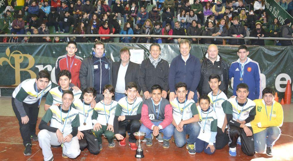 Cascallares presenció clínica de handball en el polideportivo de Ministro Rivadavia