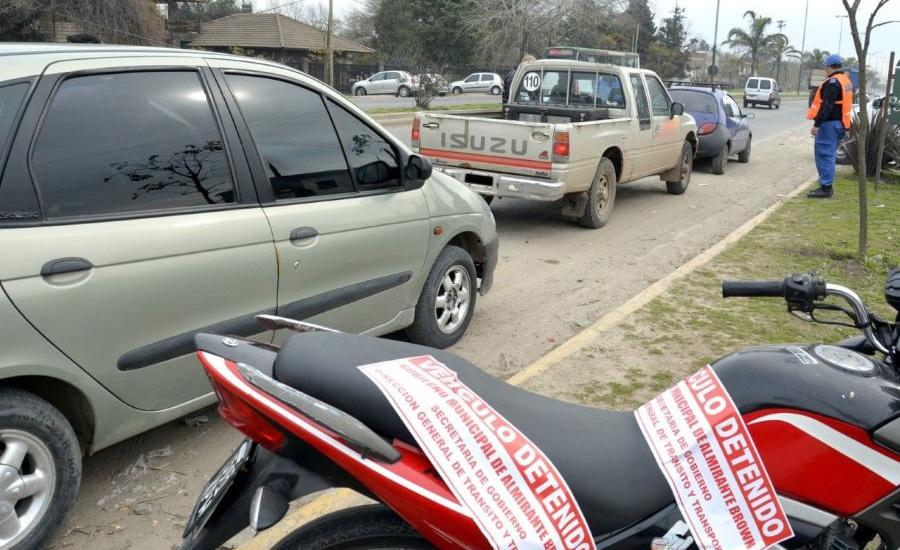 """Secuestraron 55 motos  y detuvieron a 84 personas en operativos anti """"motochorros"""" en Brown"""